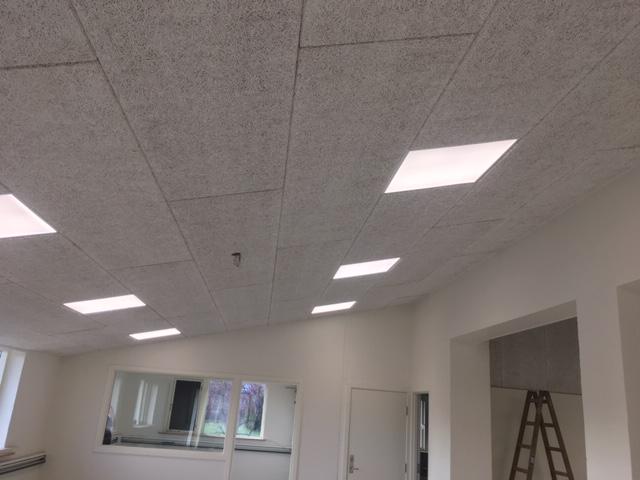 LED-paneler, som kan indbygges imellem Troldtekt® plader, og fremstår som en helhed med loftet, på samme måde som ovenlysvinduer.